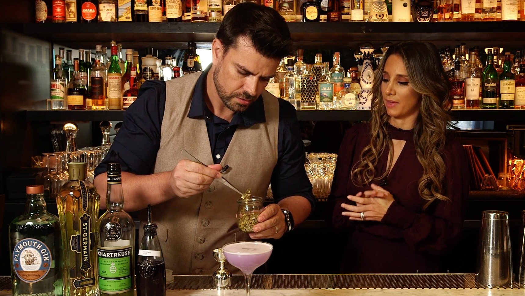 Upgrade Your Fall Bar With These Refreshing Cocktails – Watch