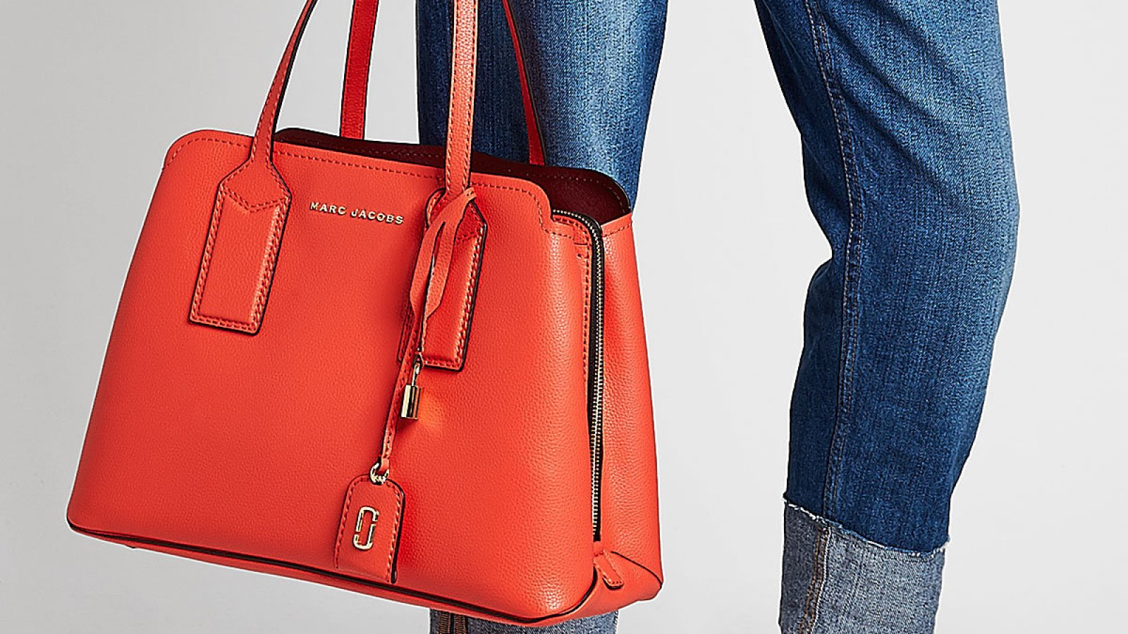 43d0a6216f0 Style Steal! Scoop Up This Sleek Marc Jacobs Tote Bag Before It Sells Out!