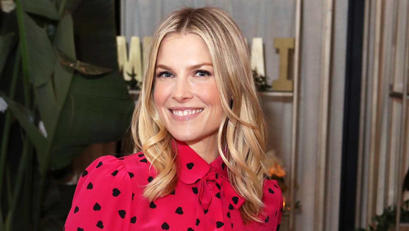 Ali Larter Shares Holiday Recipe for Fa La La Fondue, Which Pairs Perfectly With Wine