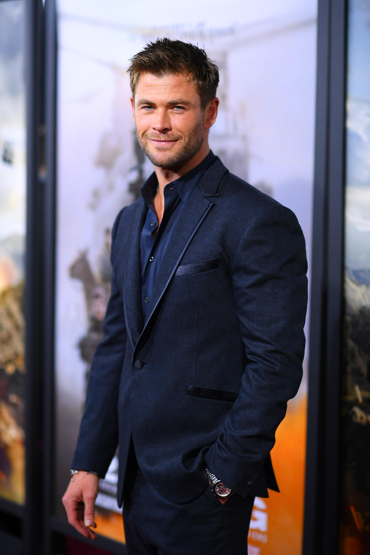 Watch Chris Hemsworth Do A Truly Impressive No Equipment Workout