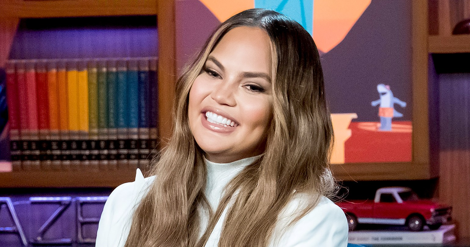 Chrissy Teigen's 'Mayor of Twitter' Cake Proves She Rules the App