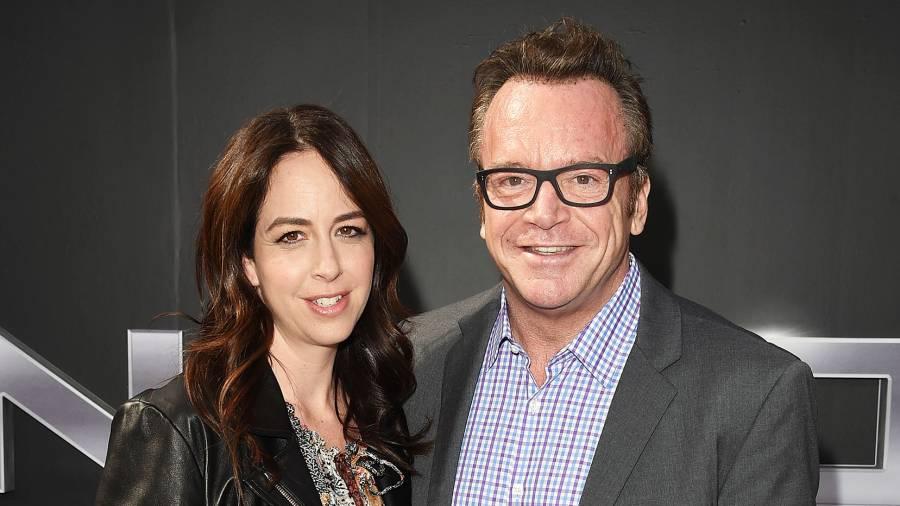 Tom Arnold Files Divorce Estranged Wife Ashley Groussman