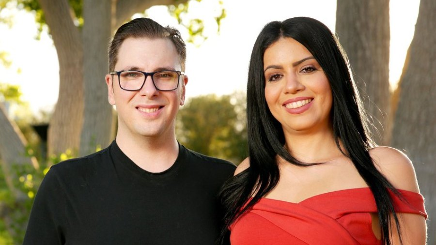 90 day fiance Larissa and Colt Divorce ring