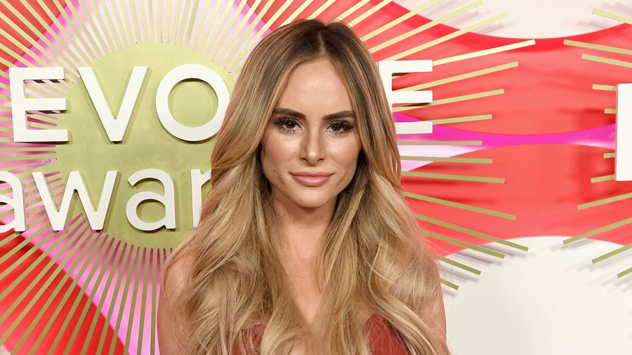 Amanda Stanton Claps Back at Troll Who Has 'No Mercy' for Her After She Was Blackmailed (twitter)
