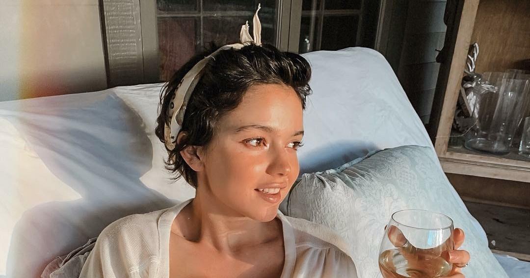 Bekah Martinez Breast-Feeds Daughter Before Drinking Wine