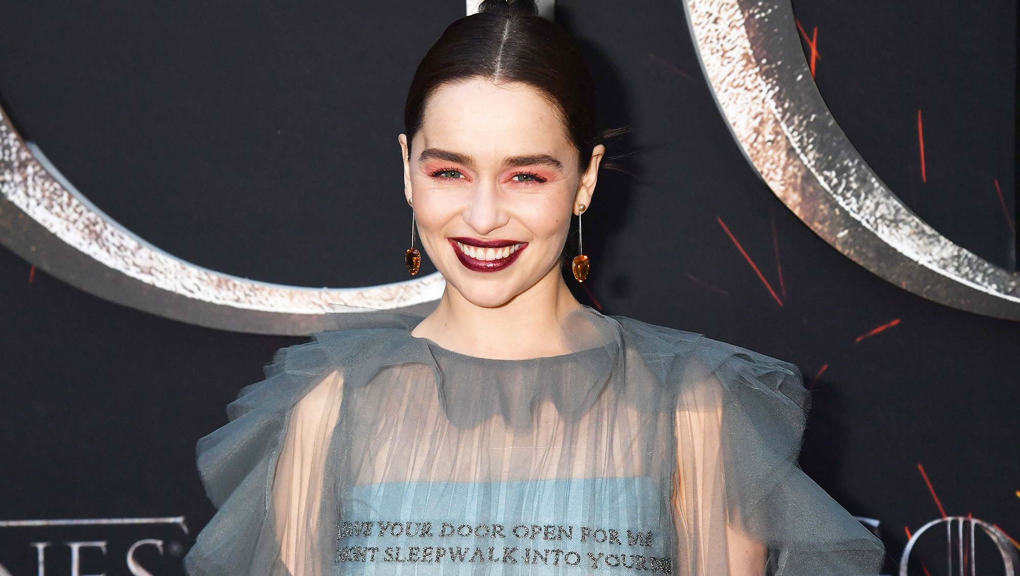 Mother of Makeup! Exactly How to Recreate Emilia Clarke's Red Hot ŒGame of Thrones¹ Premiere Look