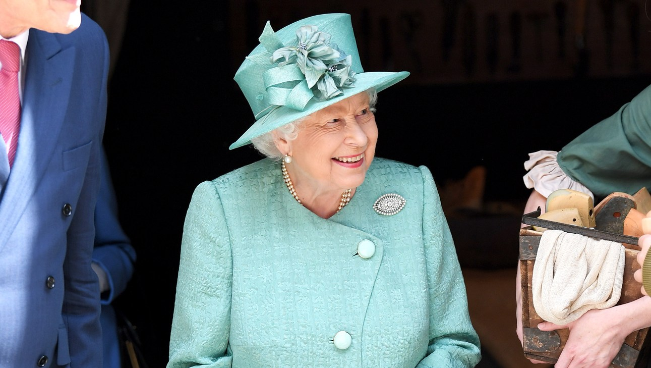 Queen-Elizabeth-tweed-jacket