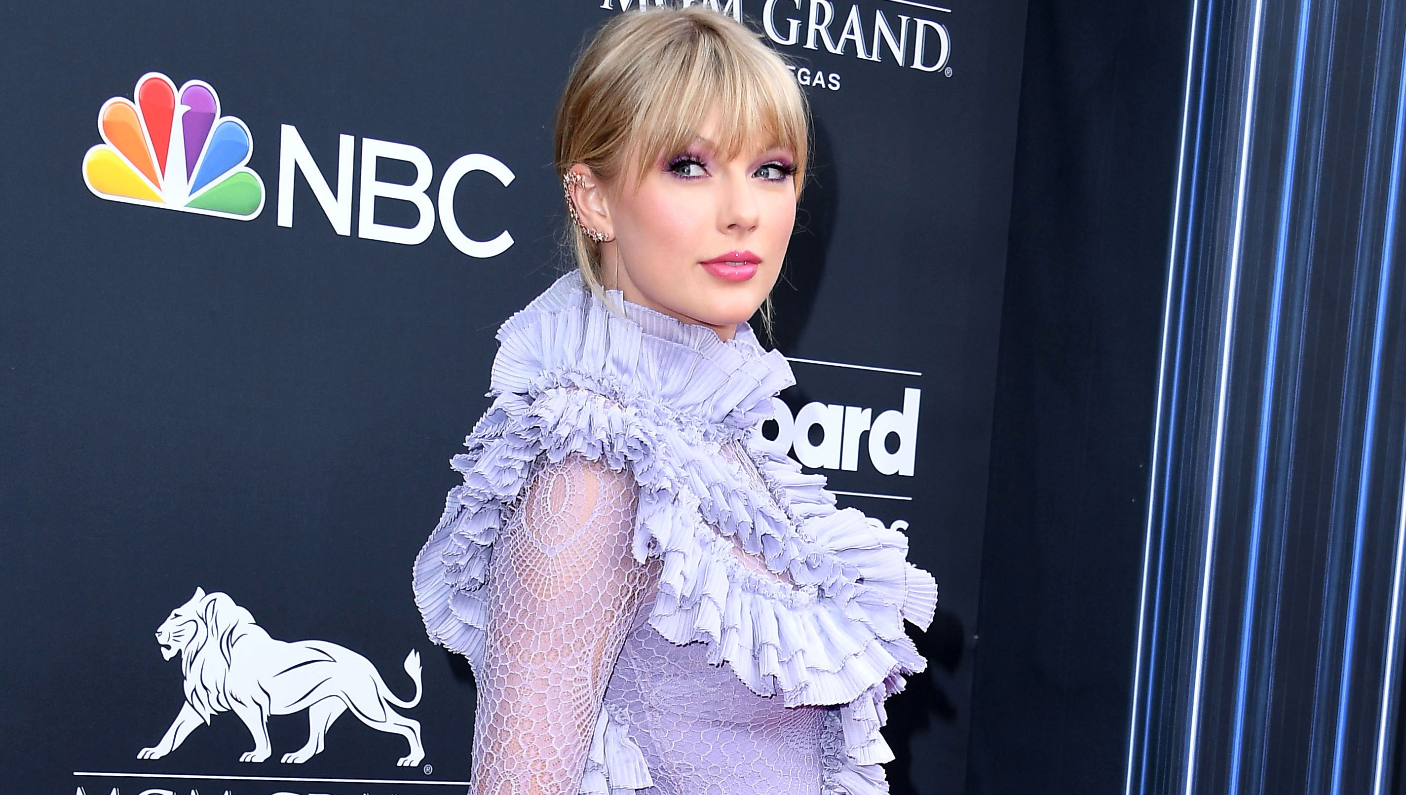 Taylor Swift Shuts Down Sexist Question About Turning 30