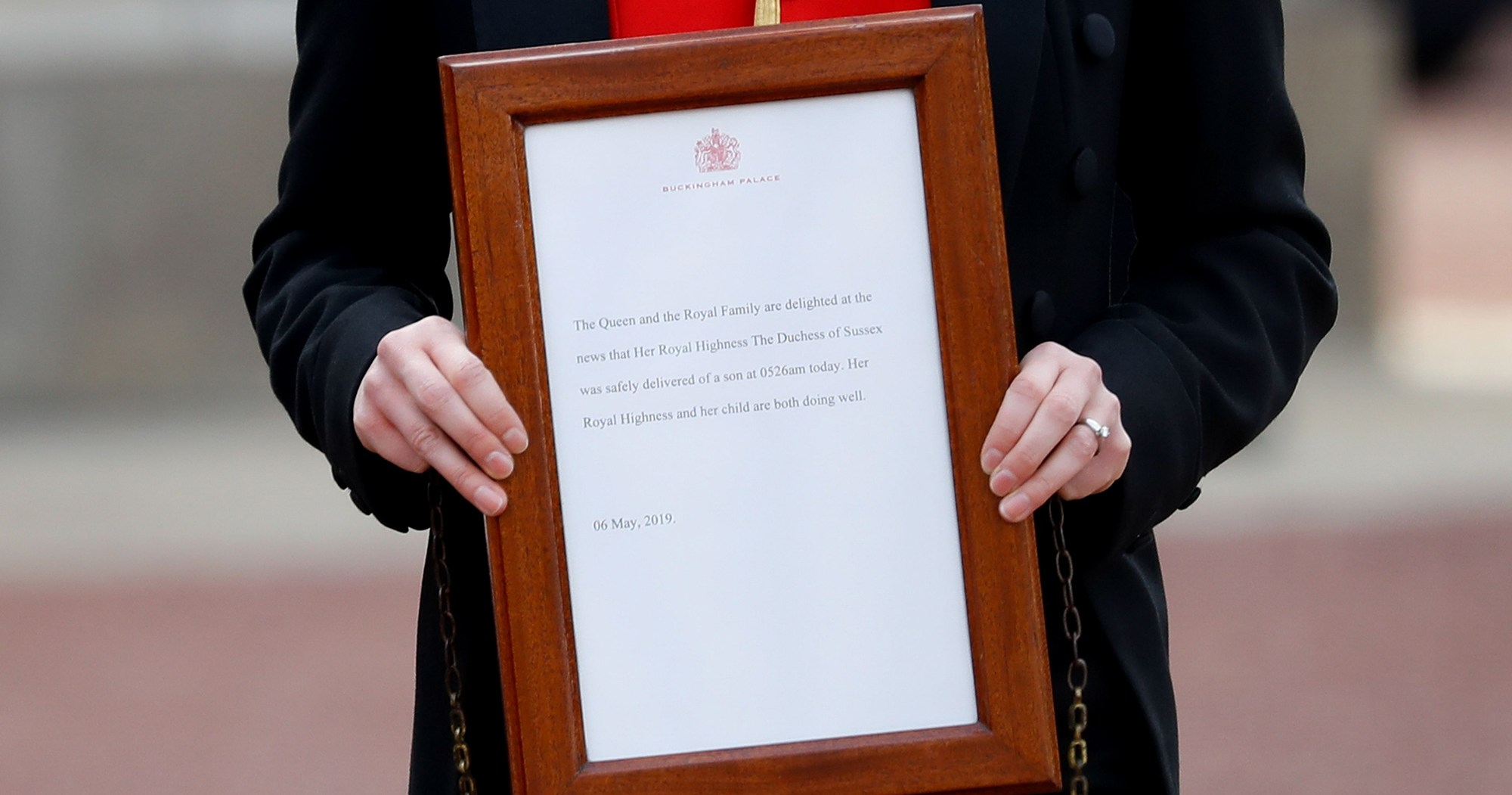 Meghan and Harry's Royal Baby Announced on Buckingham Palace Easel