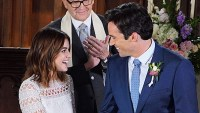 Lucy Hale and Ian Harding in Pretty Little Liars