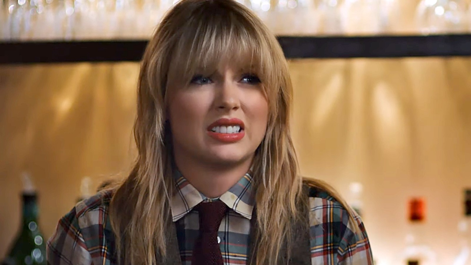 Taylor Swift Is a Terrible Bartender in New Capital One Ad