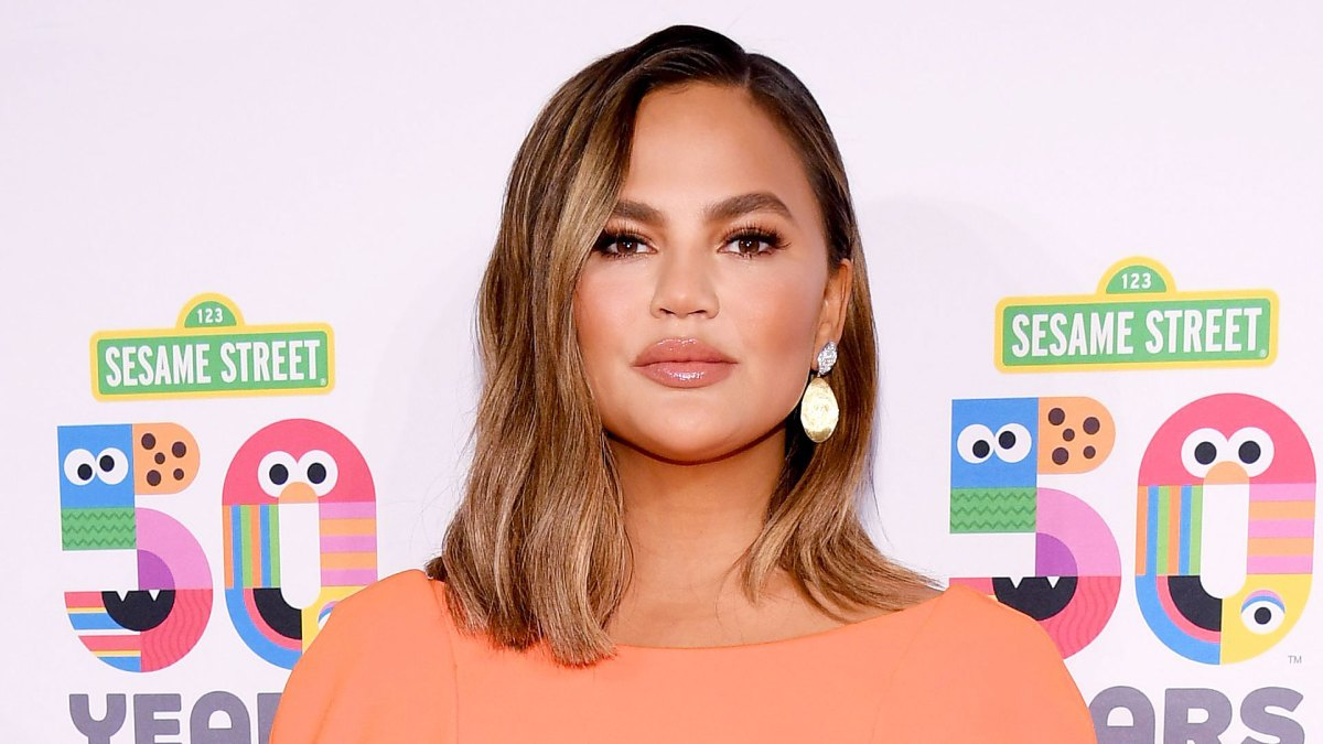 Chrissy Teigen Has Been Battling a Stomach Virus for 6 Weeks: '[I] Can't Eat What I Want'