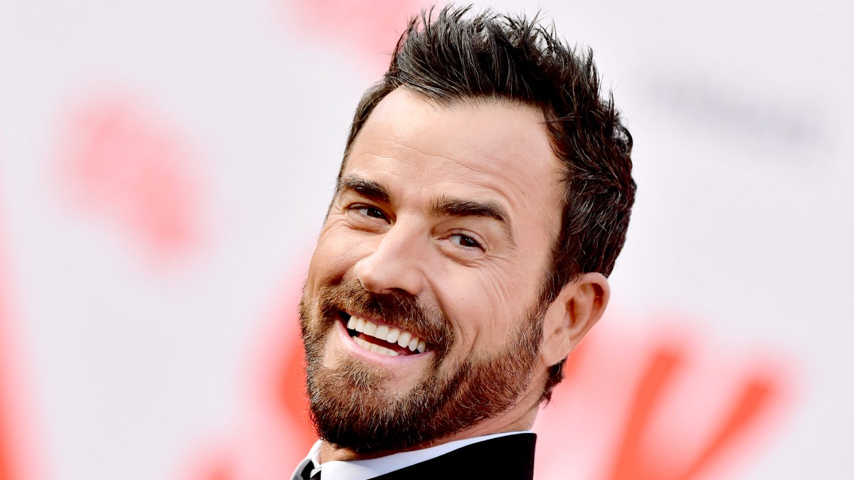 Whip Up a Cocktail From Justin Theroux's NYC Dive Bar Ray's