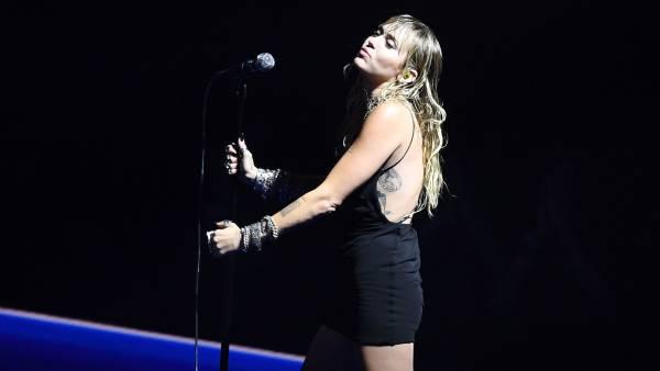 Miley-Cyrus-Emotionally-Performs-'Slide-Away'-Amid-Liam-Hemsworth-Divorce