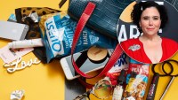Alex Borstein: What's in My Bag?