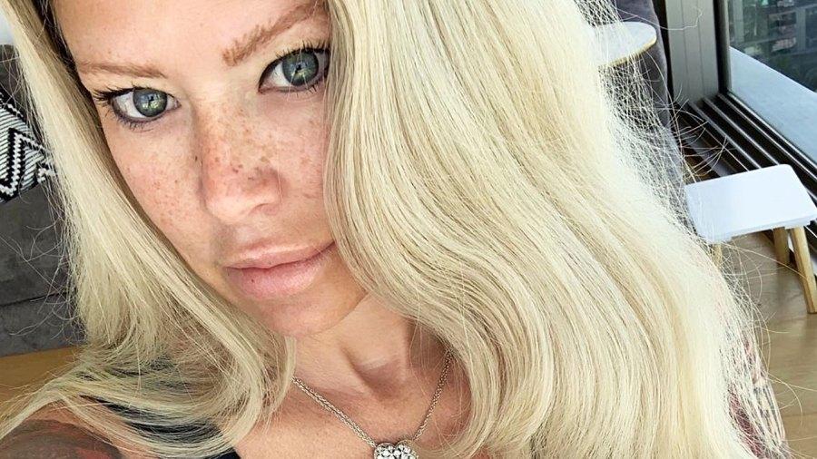 Jenna Jameson Selfie Loves This Guilt-Free Dark Chocolate Keto Bark From Amazon