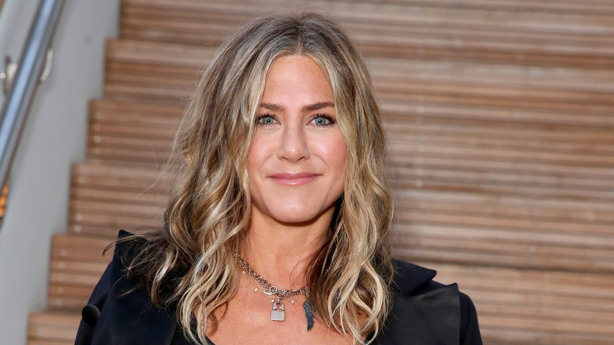 Jennifer Aniston Finally Joins Instagram With a Photo of the Entire 'Friends' Cast Together