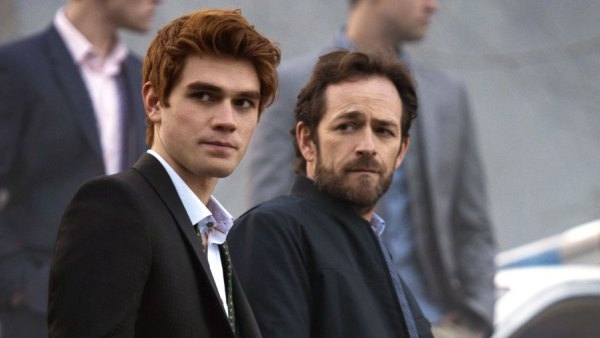 New 'Riverdale' Trailer Shows Moment When Archie Learns His Dad — Played By Luke Perry —Is Dead