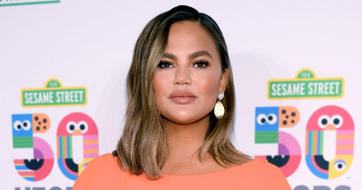 Chrissy Teigen Cravings Website Crashes Just After Launch - موقع Chrissy Teigen's Cravings يعطل دقائق بعد الإطلاق