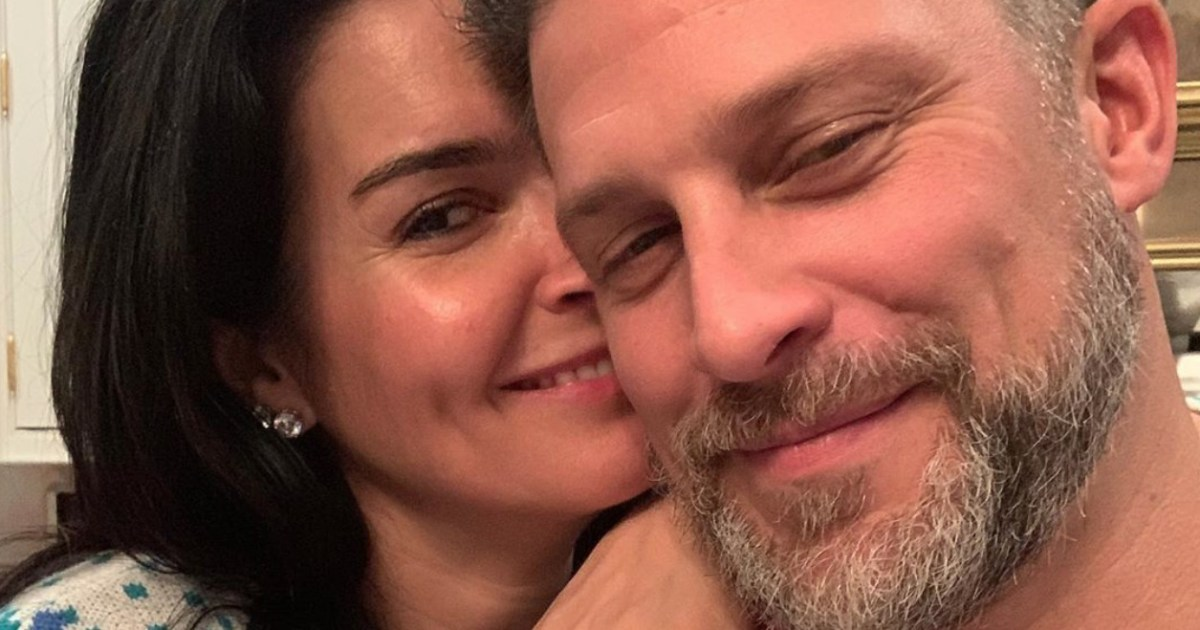 Angie Harmon and Greg Vaughan Are Engaged 1 - انجي هارمون ، جريج فوجان احصل على الانخراط في عيد الميلاد: بلدان جزر المحيط الهادئ