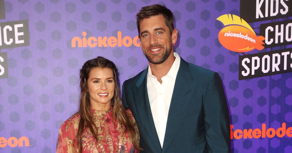 Danica Patrick and Aaron Rodgers Kids Choice Sports Awards - آرون رودجرز ودانيكا باتريك اشتروا 28 مليون دولار ماليبو العقارية