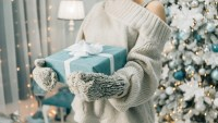woman-holding-gift