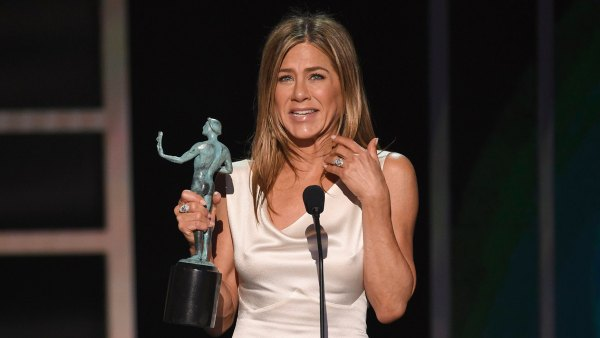Jennifer Aniston Gets Emotional After Winning First SAG Award Since 'Friends'