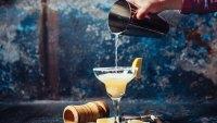 Bartender-Pouring-Margarita