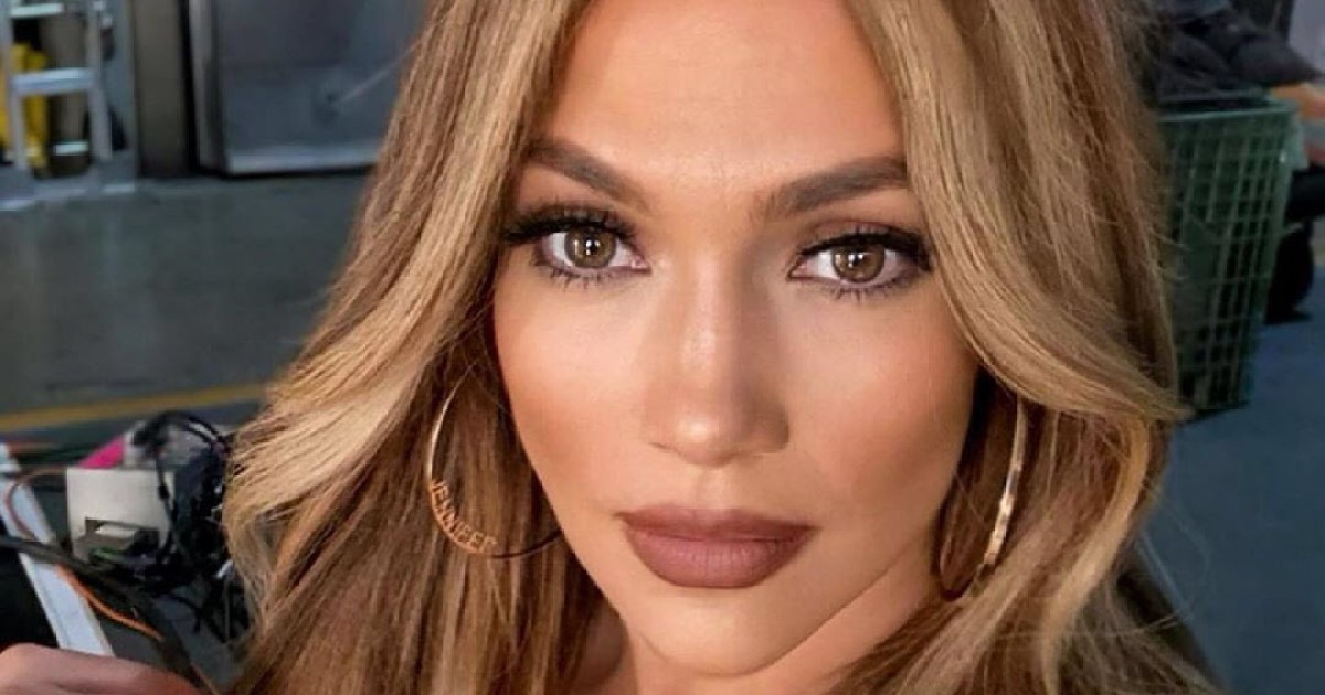 Jennifer Lopez's Manicurist Reveals What Happened When He Cut Her Nails Too...