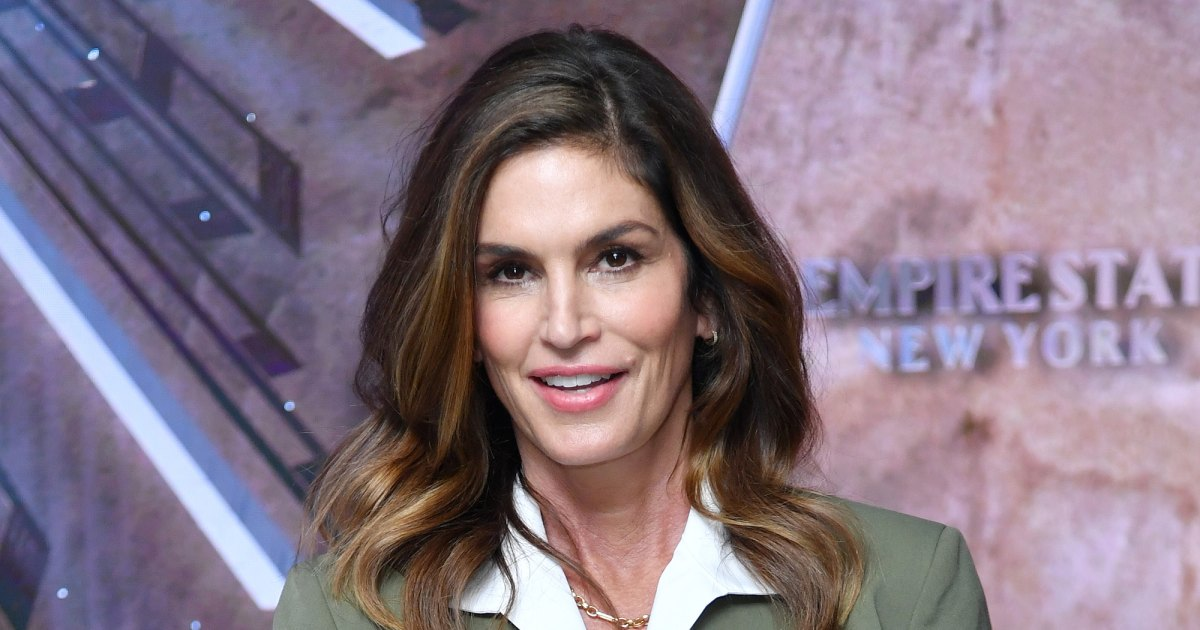 Elongate Your Legs Like Cindy Crawford With These Nude Heels
