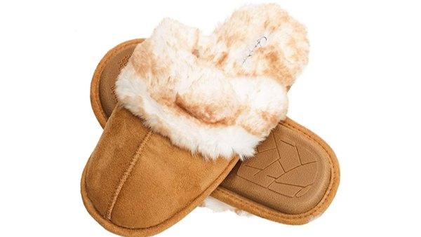 Jessica Simpson Women's Comfy Faux Fur House Slipper (Tan)