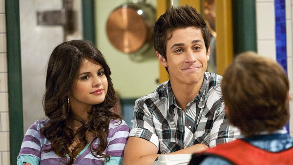 Selena Gomez David Henrie Have a Wizards of Waverly Place Reunion 1