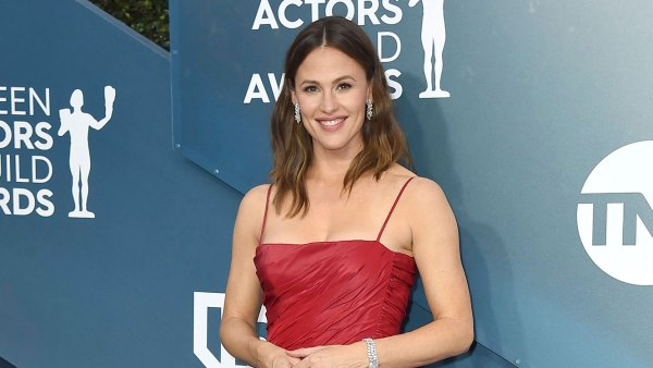 Jennifer Garner Denies Pregnancy Speculation After Carving Pumpkin