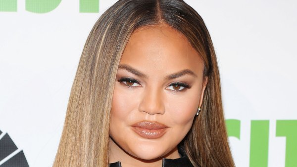 Chrissy Teigen Showers for the 1st Time Since Pregnancy Loss: 'I Feel Really Good'