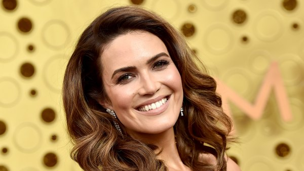 Pregnant Mandy Moore Shares Baby Bump Selfie From This Is Us Set 1