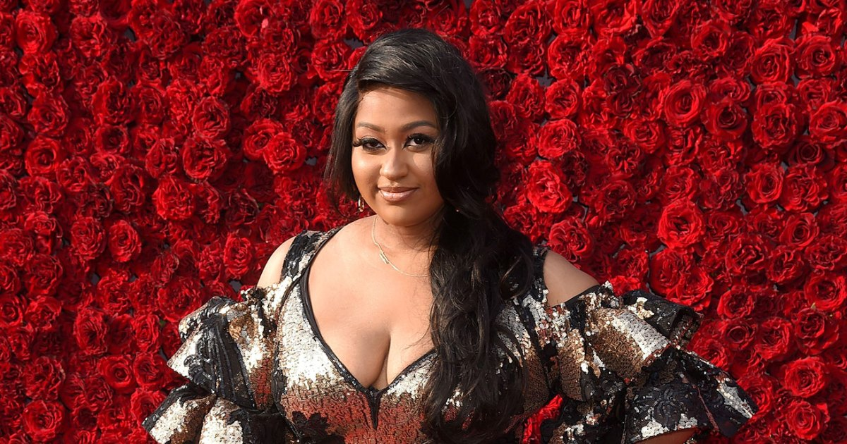 Who Is Jazmine Sullivan? Meet the Singer Ahead of Her Super Bowl Performance