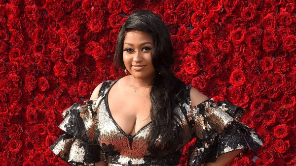 Who Is Jazmine Sullivan 5 Things to Know About the Singer Ahead of Her Super Bowl 2021 Performance