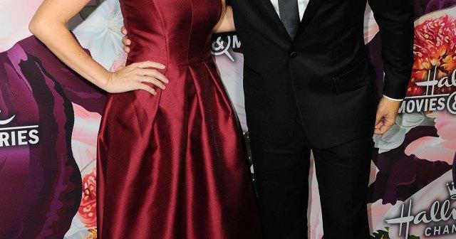 Pregnant Alexa PenaVega and Carlos PenaVega Share Sex of Baby No. 3 With Cake Reveal.jpg