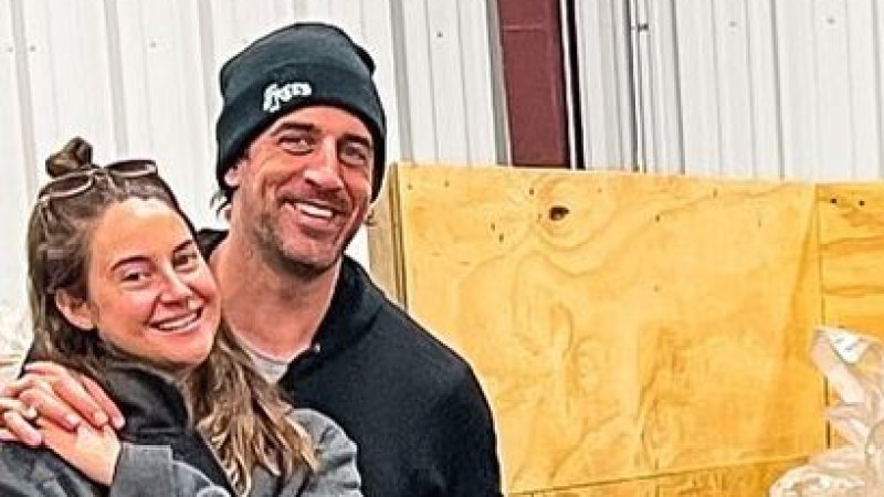 Quick Chemistry! Aaron Rodgers, Shailene Woodley's Relationship History