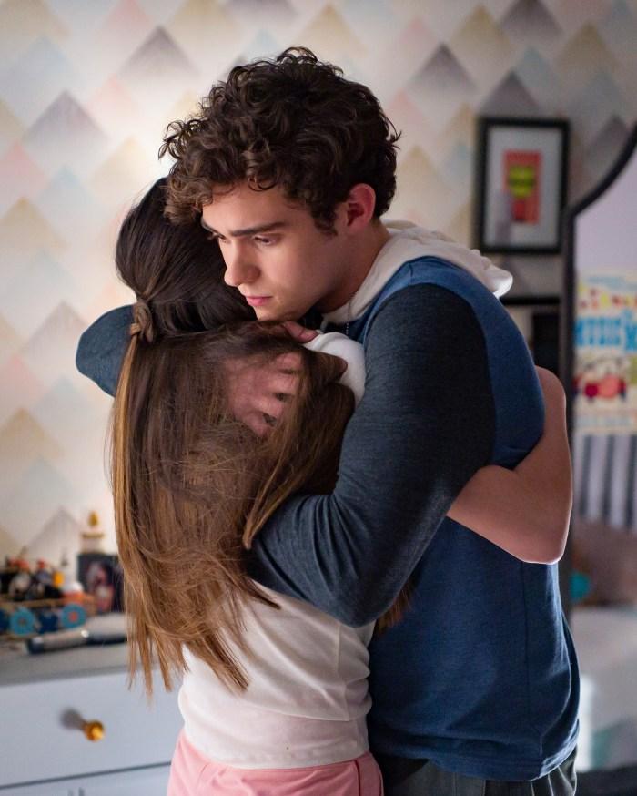 Olivia Rodrigo et Joshua Bassett se réunissent dans la bande-annonce de la saison 2 de `` High School Musical: The Musical: The Series '' après un drame réel