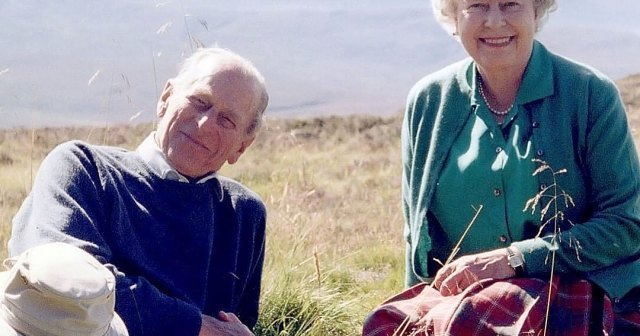 Queen Elizabeth II Shares Never-Before-Seen Photo With Late Husband Prince Philip 1 Week After His Death.jpg