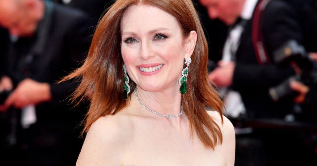 Julianne Moore Admits She's 'Ditched' High Heels and Makeup Post-Pandemic: Watch.jpg