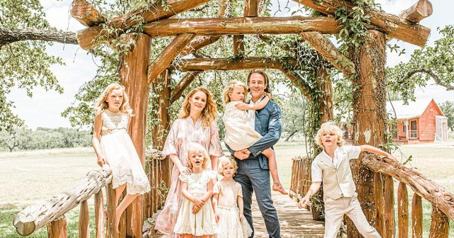 James Van Der Beek and Wife Kimberly Take Family Photos at Texas Home With 5 Kids.jpg