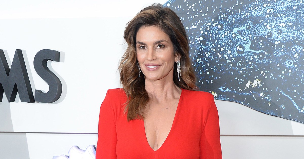 Cindy Crawford Loves This Charlotte Tilbury Airbrushed Bronzer