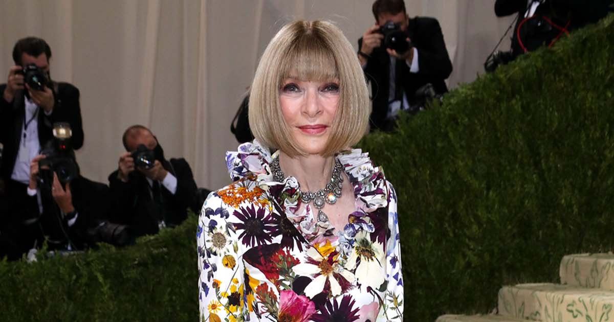 Shes-Here-See-Anna-Wintours-Jaw-Dropping-Met-Gala-Gown-001.jpg?crop=0px,0px,1200px,630px&resize=1200,630&ssl=1&quality=86&strip=all