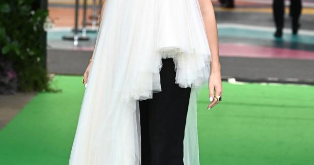 See Emma Watson's Super Stylish Red Carpet Fashion Evolution.jpg