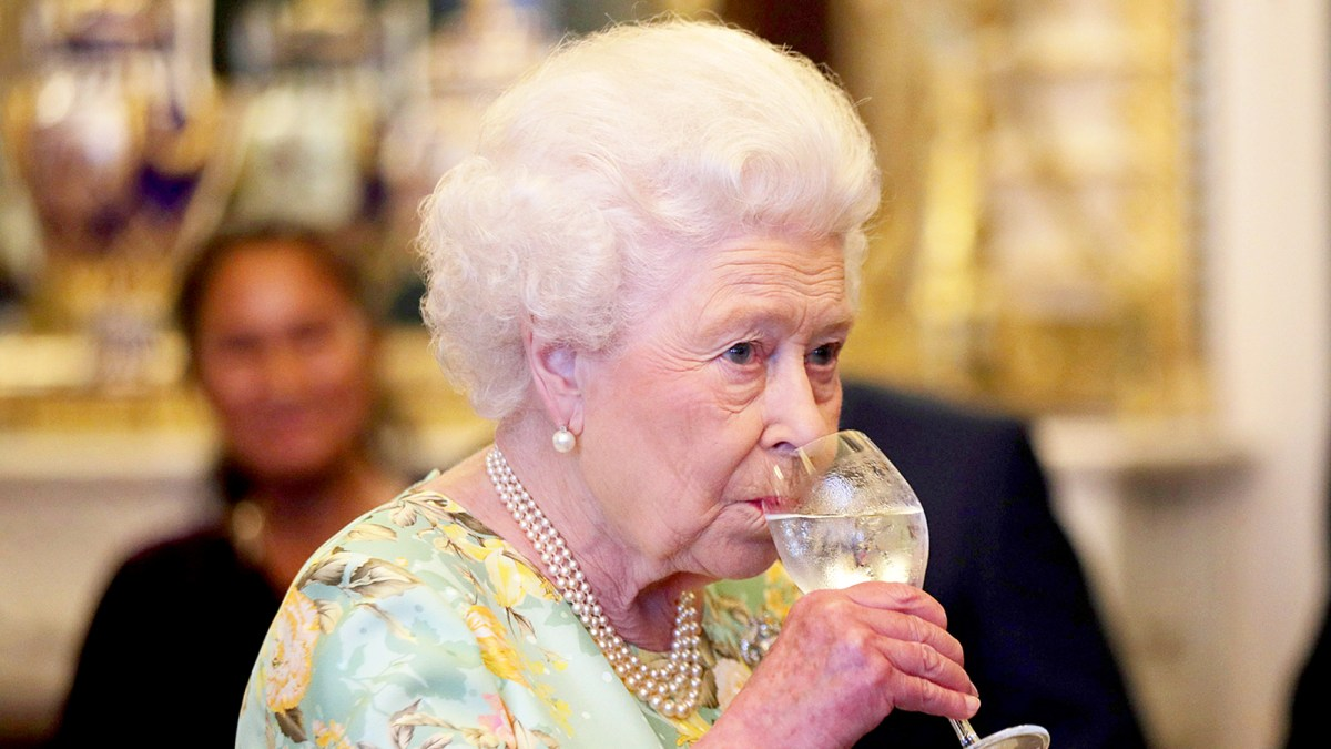 Queen Elizabeth II Has Four Alcoholic Drinks Every Day