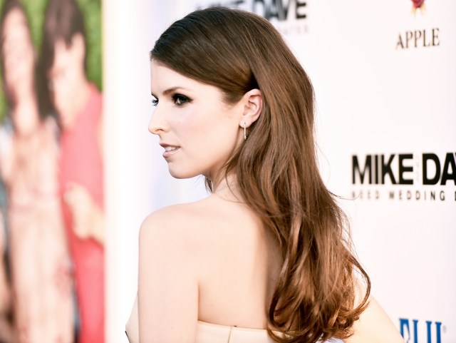 anna kendrick's red carpet hair, makeup how-to