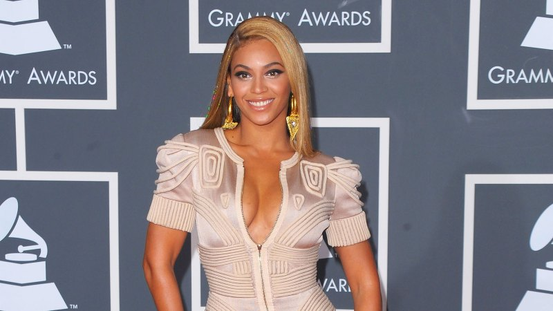 See All of Beyonce's Grammys Looks Through the Years 24