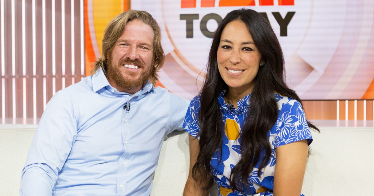 chip and joanna gaines 39 39 fixer upper 39 ending with season 5. Black Bedroom Furniture Sets. Home Design Ideas